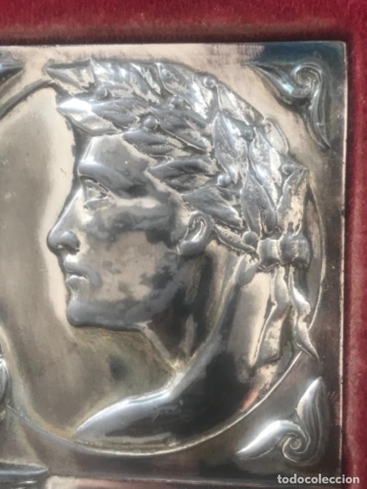 Coleccionismo deportivo: PLACA HOMENAJE DEL GIRONA C.HOCKEY A JUAN A. ZABALIA CAMPEÓN DEL MUNDO HOCKEY PATINES. 1951. - Foto 3 - 278878963