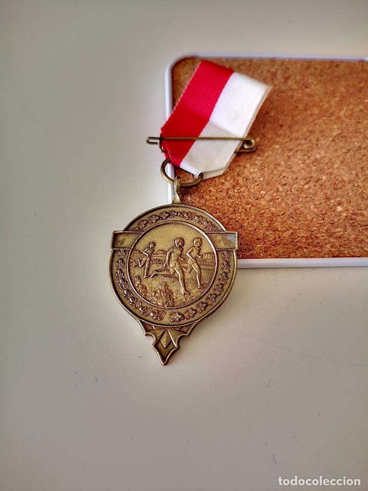 MEDALLA ATLETISMO SPADOLOOP 1983 SPORTREAL DEPORTE BUEN ESTADO PIN INSIGNIA (Coleccionismo Deportivo - Medallas, Monedas y Trofeos - Otros deportes)