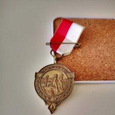 Coleccionismo deportivo: MEDALLA ATLETISMO SPADOLOOP 1983 SPORTREAL DEPORTE BUEN ESTADO PIN INSIGNIA. Lote 286006193