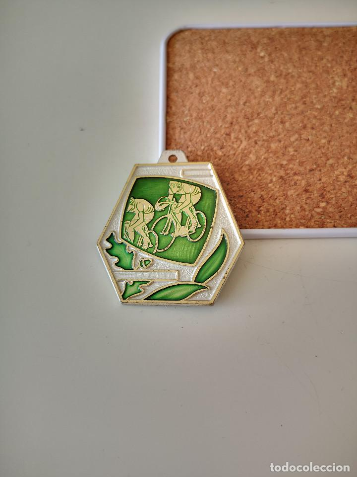 ANTIGUA MEDALLA DEL CICLISMO ITALIANO 1984 MICHELIN INSIGNIA (Coleccionismo Deportivo - Medallas, Monedas y Trofeos - Otros deportes)