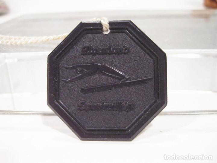 Coleccionismo deportivo: Pareja de medallas de esquí en baquelita. Años 50. Nieve. ULLR Alpenland Sportmäsche. - Foto 2 - 276945378
