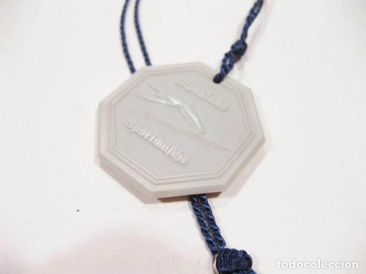 Coleccionismo deportivo: Pareja de medallas de esquí en baquelita. Años 50. Nieve. ULLR Alpenland Sportmäsche. - Foto 9 - 276945378