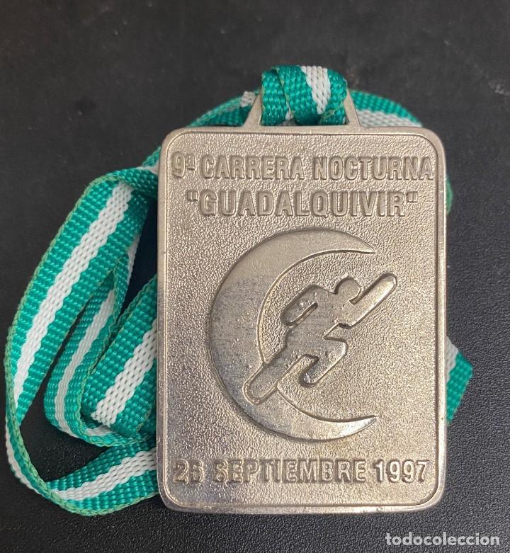 MEDALLA DEPORTIVA 9ª CARRERA NOCTURNA GUADALQUIVIR. AÑO 1997 MEDALLA-742 (Coleccionismo Deportivo - Medallas, Monedas y Trofeos - Otros deportes)