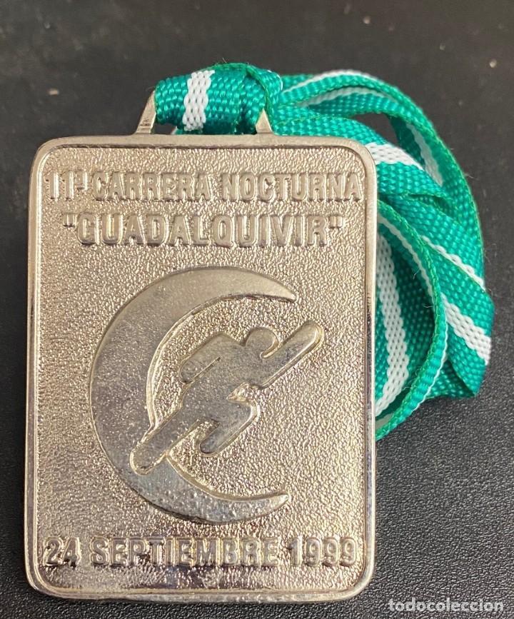MEDALLA DEPORTIVA 11ª CARRERA NOCTURNA GUADALQUIVIR. AÑO 1999 MEDALLA-743 (Coleccionismo Deportivo - Medallas, Monedas y Trofeos - Otros deportes)