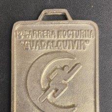 Coleccionismo deportivo: MEDALLA DEPORTIVA 12ª CARRERA NOCTURNA GUADALQUIVIR. AÑO 2000 MEDALLA-744. Lote 287943973