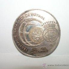 Coleccionismo deportivo: MEDALLA DE PLATA.... FEDERACIO CATALANA DE FUTBOL...UN SEGLE DE FUTBOL...1900 - 2000. Lote 31783705