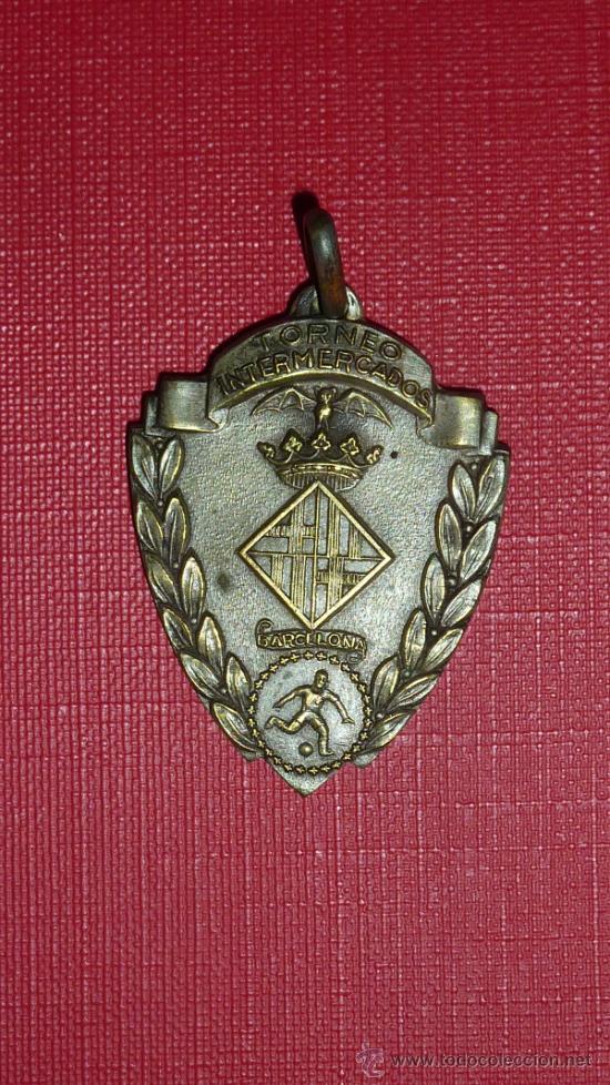 MEDALLA DEL TORNEO INTERMERCADOS DE FUTBOL DE 1959. CATALUNYA. (Coleccionismo Deportivo - Medallas, Monedas y Trofeos de Fútbol)