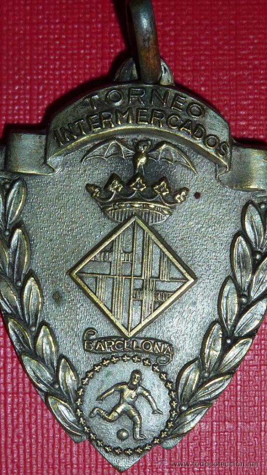 Coleccionismo deportivo: Medalla del Torneo intermercados de Futbol de 1959. Catalunya. - Foto 2 - 48292310