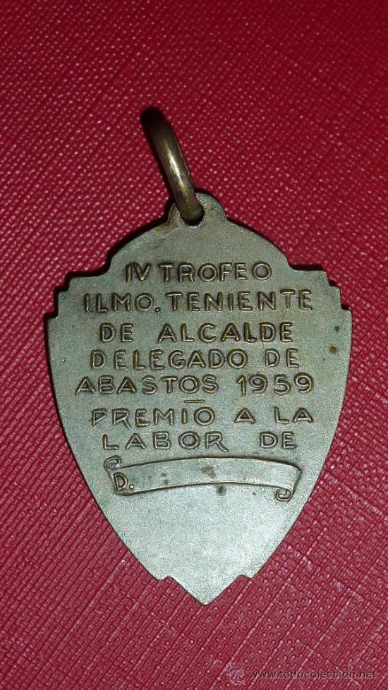 Coleccionismo deportivo: Medalla del Torneo intermercados de Futbol de 1959. Catalunya. - Foto 3 - 48292310