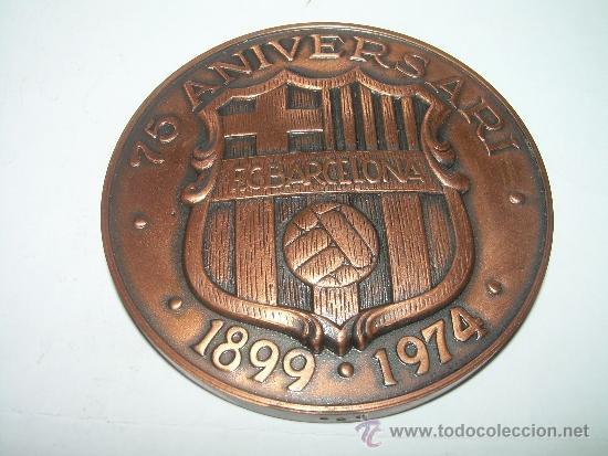 MEDALLA OFICIAL 75 ANIVERSARI... F.C. BARCELONA...1899 - 1974..EN ESTUCHE ORIGINAL. (Coleccionismo Deportivo - Medallas, Monedas y Trofeos de Fútbol)