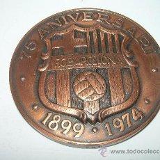 Coleccionismo deportivo: MEDALLA OFICIAL 75 ANIVERSARI... F.C. BARCELONA...1899 - 1974..EN ESTUCHE ORIGINAL.. Lote 33978771