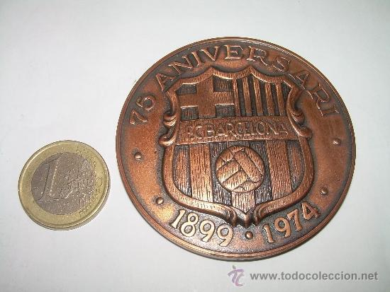 Coleccionismo deportivo: MEDALLA OFICIAL 75 ANIVERSARI... F.C. BARCELONA...1899 - 1974..EN ESTUCHE ORIGINAL. - Foto 3 - 33978771