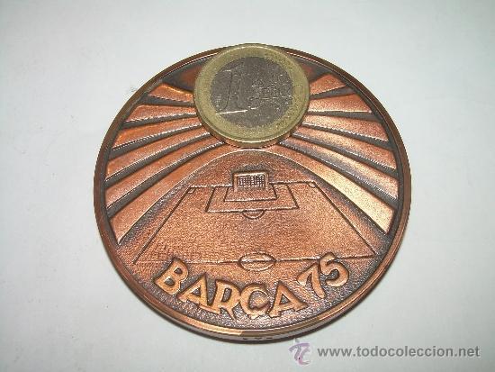 Coleccionismo deportivo: MEDALLA OFICIAL 75 ANIVERSARI... F.C. BARCELONA...1899 - 1974..EN ESTUCHE ORIGINAL. - Foto 6 - 33978771