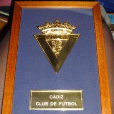 Coleccionismo deportivo: METOPA ESCUDO DEL CÁDIZ, 18 POR 28CM. Lote 34356057