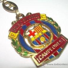 Coleccionismo deportivo: ANTIGUO LLAVERO METALICO ....F.C. BARCELONA....CAMPEONES. Lote 36405289