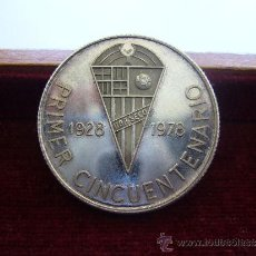 Coleccionismo deportivo: MEDALLA DEL 50 ANIVERSARIO DEL UD PUEBLO SECO BARCELONA FUTBOL PLATA 1978. Lote 37649074