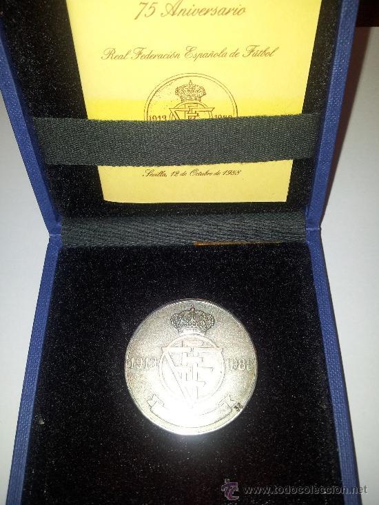MEDALLA. PLATA. 75 ANIVERSARIO RFEF, 1913-1988. SERIE NUMERADA. RARA (Coleccionismo Deportivo - Medallas, Monedas y Trofeos de Fútbol)
