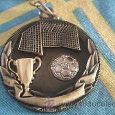 Coleccionismo deportivo: MEDALLA CON DECORATIVA DE FÚTBOL SIN GRAVAR.. Lote 41591602