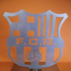 Coleccionismo deportivo: BONITO ESCUDO DEL BARCELONA F.C., EN ACERO INOXIDABLE, 14X14CM.. Lote 42972151