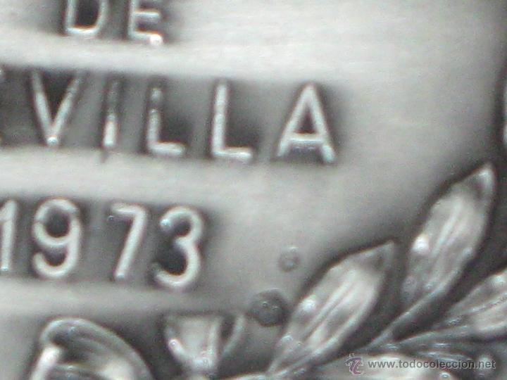 Coleccionismo deportivo: MEDALLA CONMEMORATIVA EN PLATA - DOBLE CONTRASTE - II TROFEO CIUDAD DE SEVILLA 1973 - 75 GR. - 5 CM. - Foto 3 - 43402335