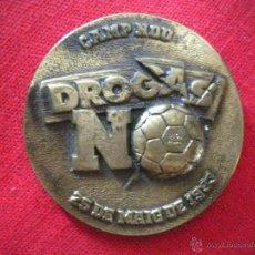 Coleccionismo deportivo: MEDALLA PARTIDO DROGAS NO 25 MAYO 1993 NOU CAMP FC BARCELONA FOOTBALL MEDAL. Lote 44676357