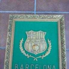 Coleccionismo deportivo: IMPRESIONANTE ESCUDO BRONCE ENMARCADO FUTBOL CLUB BARCELONA.. Lote 45563639
