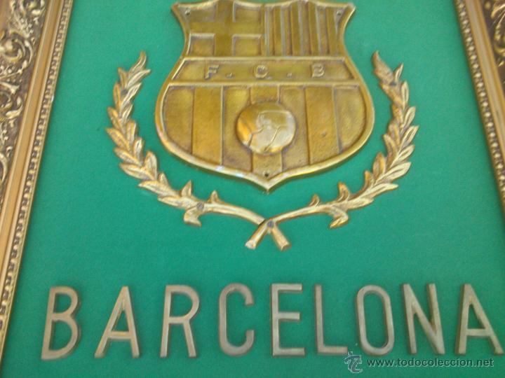 Coleccionismo deportivo: IMPRESIONANTE ESCUDO BRONCE ENMARCADO FUTBOL CLUB BARCELONA. - Foto 2 - 45563639