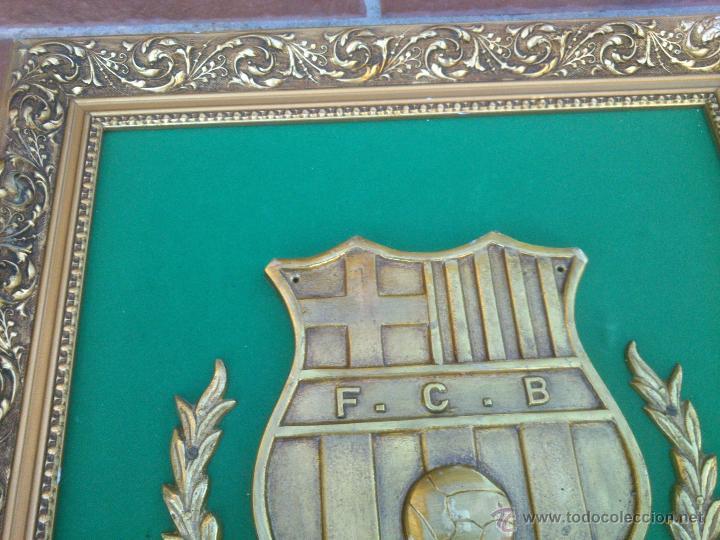 Coleccionismo deportivo: IMPRESIONANTE ESCUDO BRONCE ENMARCADO FUTBOL CLUB BARCELONA. - Foto 3 - 45563639