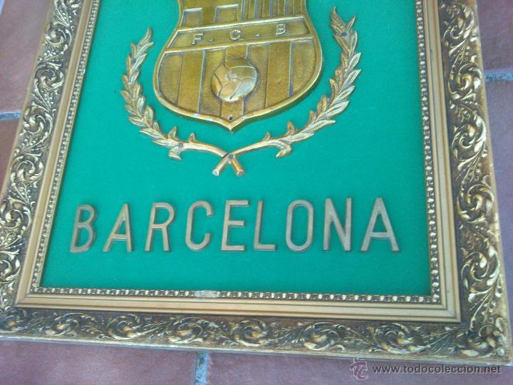 Coleccionismo deportivo: IMPRESIONANTE ESCUDO BRONCE ENMARCADO FUTBOL CLUB BARCELONA. - Foto 4 - 45563639