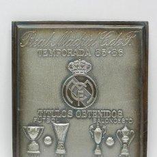 Coleccionismo deportivo: CHAPA METALICA DE LOS TITULOS OBTENIDOS DEL REAL MADRID CLUB DE FUTBOL, TEMPORADA 85 - 86, CAMPEONES. Lote 46017893