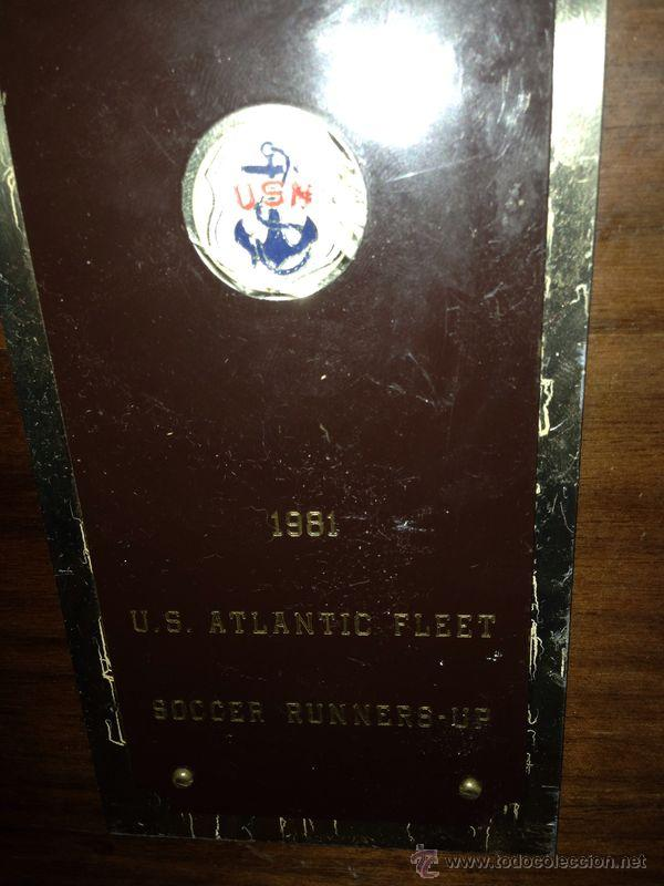Coleccionismo deportivo: METOPA DE FUTBOL EN MADERA DE LA U.S.M. PONE 1981 SOCCER RUNNERS-UP - Foto 2 - 47149831