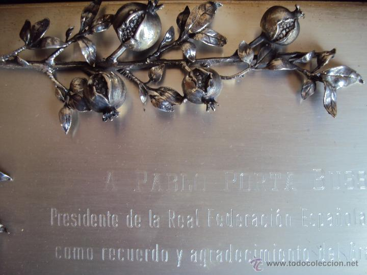 Coleccionismo deportivo: (F-075)PLACA DE PLATA DEL GRANADA C.F.A PABLO PORTA PRESIDENTE F.E.F.CON MOTIVO DEL ESPAÑA-MEXICO - Foto 5 - 47297944