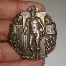 Coleccionismo deportivo: MEDALLA DEL CAMPEONATO DE FÚTBOL DE CATALUÑA. PLATA MACIZA (CON CONTRASTE) 1923-24. Lote 48720471