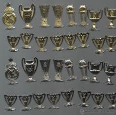 Coleccionismo deportivo: OPORTUNIDAD JUEGO DE AJEDREZ DEL REAL MADRID COMPLETO CON TABLERO PERFECTO. Lote 50997031