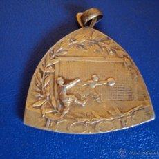 Coleccionismo deportivo: (F-0582)MEDALLA DE PLATA DORADA CAMPIONAT DE CATALUNYA DE FOOT-BALL 1919-20,GROP B,2 NS.EQUIPS,1ER.P. Lote 49285631