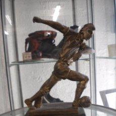 Coleccionismo deportivo: TROFEO HOMENAJE A EDUARDO MANCHON 1995,JUGADOR DEL FUTBOL CLUB BARCELONA.. Lote 49350787