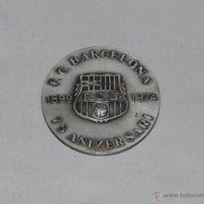 Coleccionismo deportivo: FC BARCELONA 1899 - 1974 , 75 ANIVERSARI ( ANIVERSARIO ) , MEDALLA DE PLATA, 6 CM, EN RELIEVE. Lote 50091139