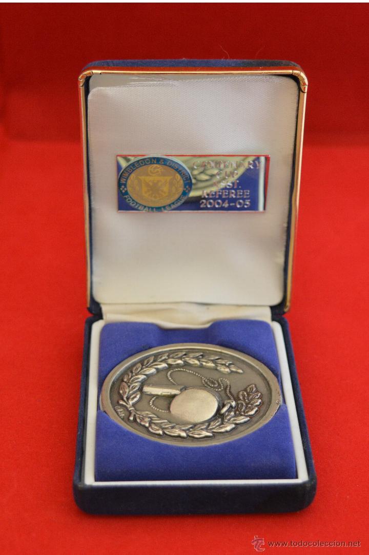 MEDALLA ARBITRAJE FUTBOL COPA DEL MUNDO ARBITRO ASISTENTE INGLATERRA 2004 - 2005 (Coleccionismo Deportivo - Medallas, Monedas y Trofeos de Fútbol)
