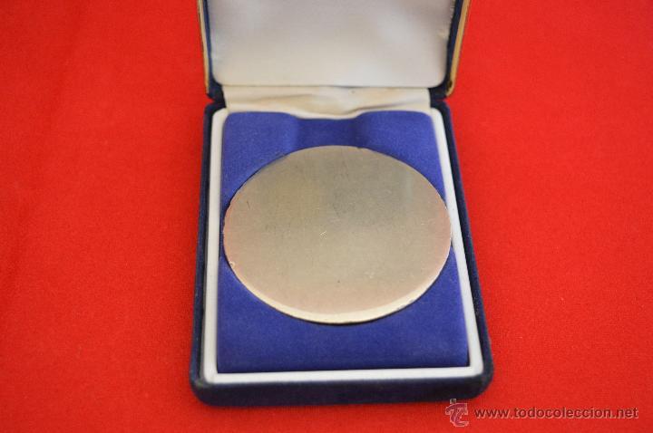 Coleccionismo deportivo: MEDALLA ARBITRAJE FUTBOL COPA DEL MUNDO ARBITRO ASISTENTE INGLATERRA 2004 - 2005 - Foto 4 - 50780863