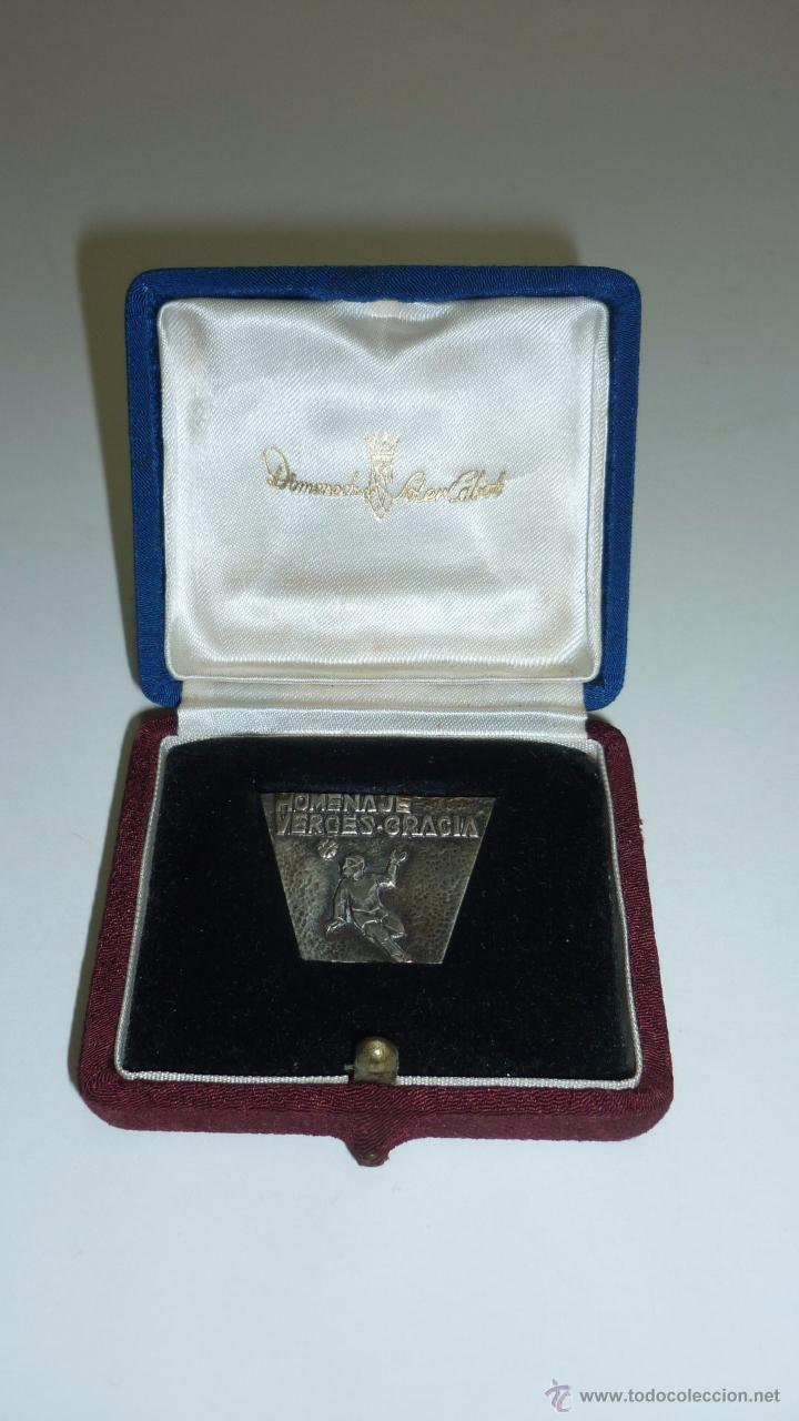 FC BARCELONA. MEDALLA PLATA CONMEMORATIVA HOMENAJE VERGÈS-GRÀCIA. EN ESTUCHE ORIGINAL. AÑOS 1960S (Coleccionismo Deportivo - Medallas, Monedas y Trofeos de Fútbol)
