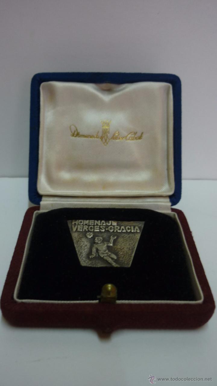Coleccionismo deportivo: FC BARCELONA. Medalla plata conmemorativa HOMENAJE VERGÈS-GRÀCIA. En estuche original. Años 1960s - Foto 3 - 53298276