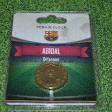 Coleccionismo deportivo: MONEDA DE METAL FC BARCELONA AÑO 2011 12 ABIDAL. Lote 53448603