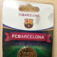 Coleccionismo deportivo: MONEDA DEL FUTBOL CLUB BARCELONA ( ESCUDO ) 2011-2012 NUEVA SIN USO. Lote 53485271