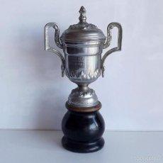 Coleccionismo deportivo: 1957, COPA DE TIRO AL PLATO, 33 CM DE ALTO. Lote 76059586