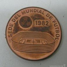Coleccionismo deportivo: MEDALLA SEDE MUNDIAL FUTBOL ESPAÑA 1982 - OVIEDO. Lote 57974036