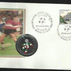 Coleccionismo deportivo: SOBRE FILATELICO NUMISMATICO PRESENTACION DE LA COPA MUNDIAL DE FUTBOL ITALIA 90- FIFA- FDC. Lote 58347348