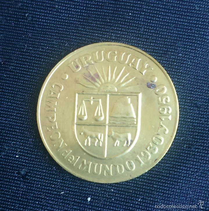 URUGUAY *** MEDALLA CAMPEON DEL MUNDO DE FUTBOL AÑOS 1930 Y 1950 *** RFEF AÑO 1982 *** (Coleccionismo Deportivo - Medallas, Monedas y Trofeos de Fútbol)