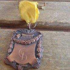 Coleccionismo deportivo: MEDALLA AL MERITO DEL EQUIPO DE FUTBOL SEVILLA AÑO 1987. Lote 59045905