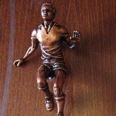 Coleccionismo deportivo: TROFEO DE BRONCE CON BASE DE MÁRMOL DEDICADA A MIGUEL RÍOS. Lote 62908512