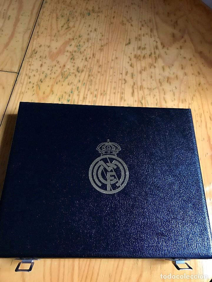 Coleccionismo deportivo: Lujoso Estuche conmemorativo del Real Madrid Temporada 94/95 - Foto 2 - 67248101